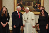 Papa Francisco recebe Mike Pence no Vaticano