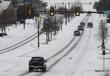 Avenida de Fort Worth, no Texas, coberta de neve