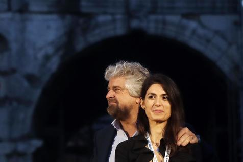 O fundador do M5S, Beppe Grillo, e a prefeita de Roma, Virginia Raggi