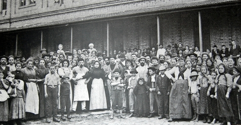 Imigrantes italianos na Hospedaria do Imigrante em 1890