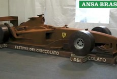Italianos criam escultura de chocolate do histórico carro F2004